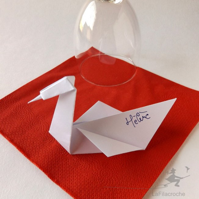 Marque-place cygne origami traditionnel
