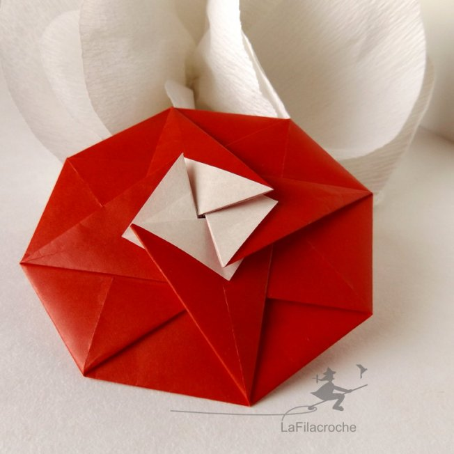 Tato octogonal en origami traditionnel